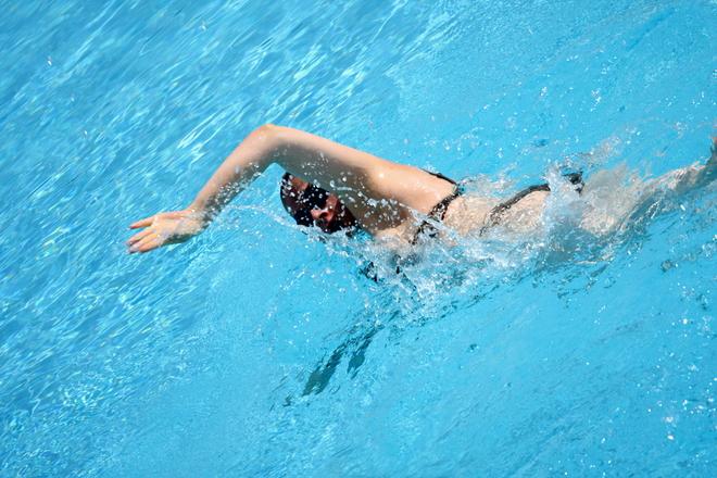 deportes-personas-problemas-de-corazon-natacion