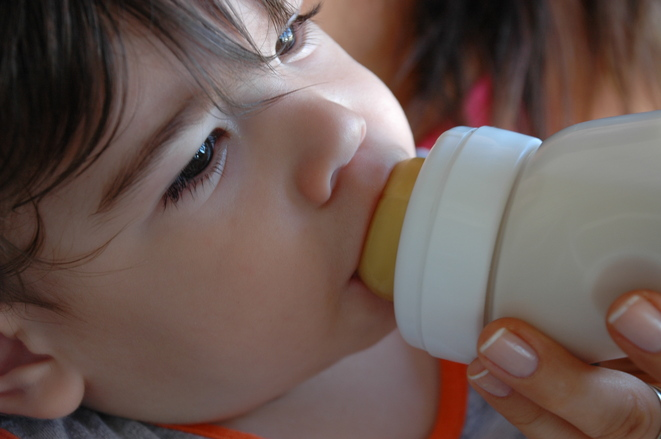 leche-materna-o-formula-bebe