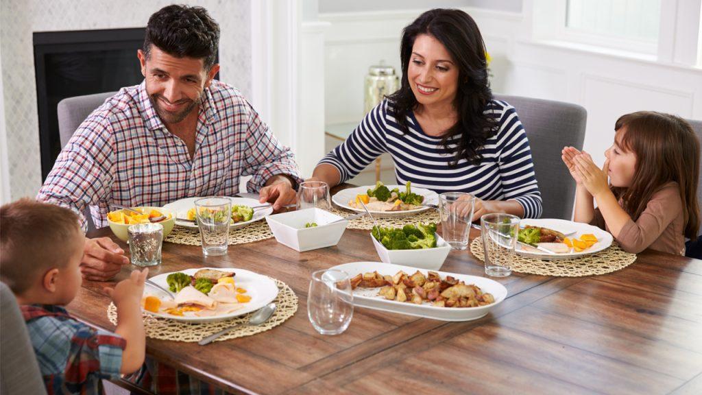 prevenir-obesidad-infantil-comer-con-hijos