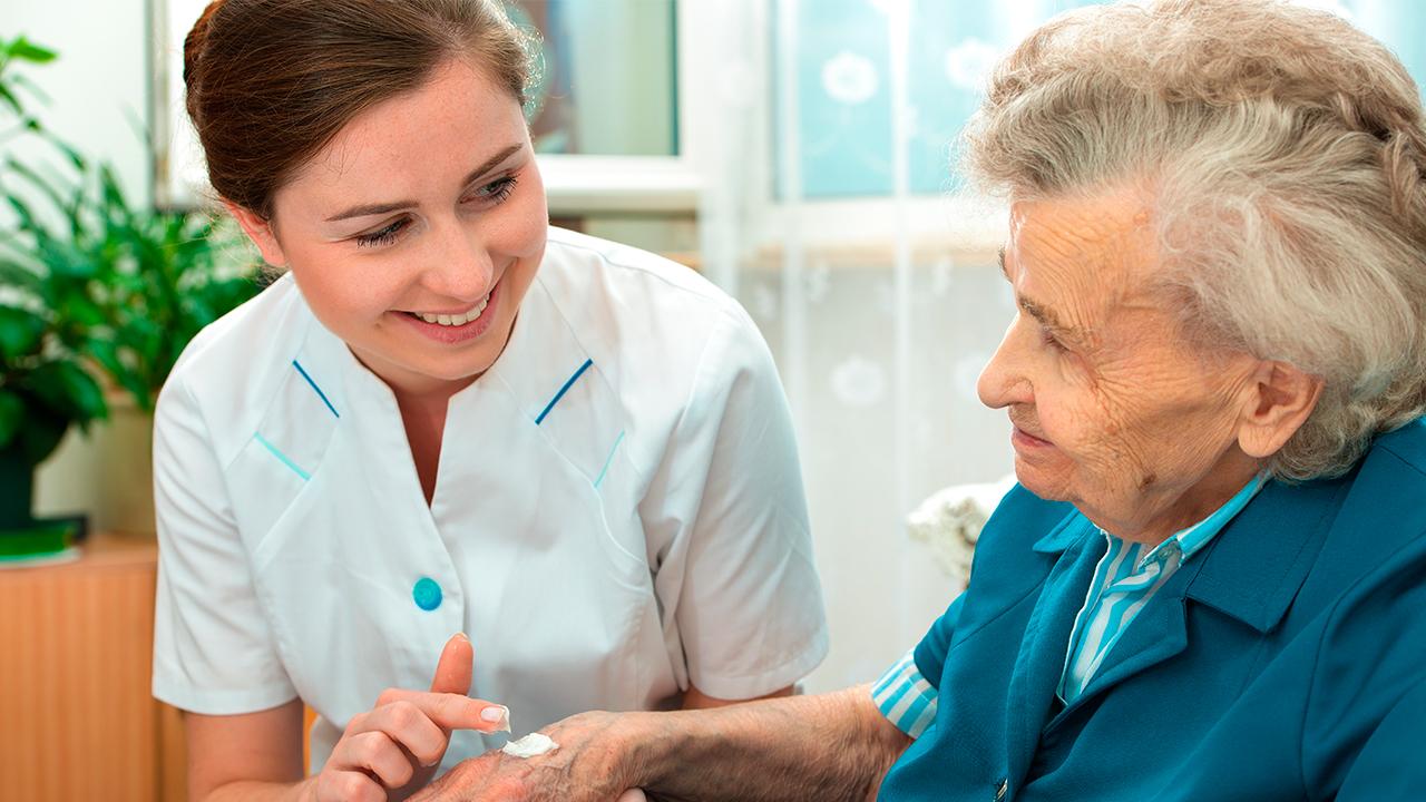 3-enfermedades-en-la-piel-comunes-en-adultos-mayores