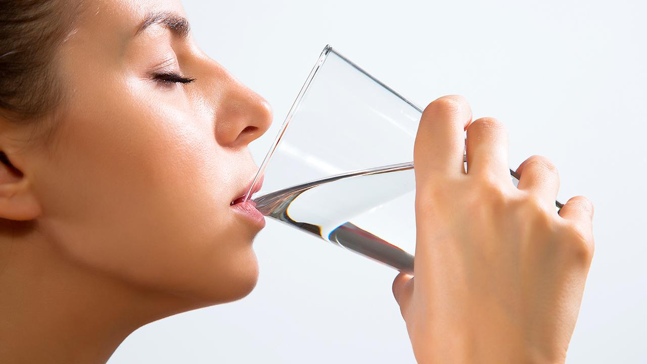 tomar-agua-sintomas-de-prediabetes-en-mujeres