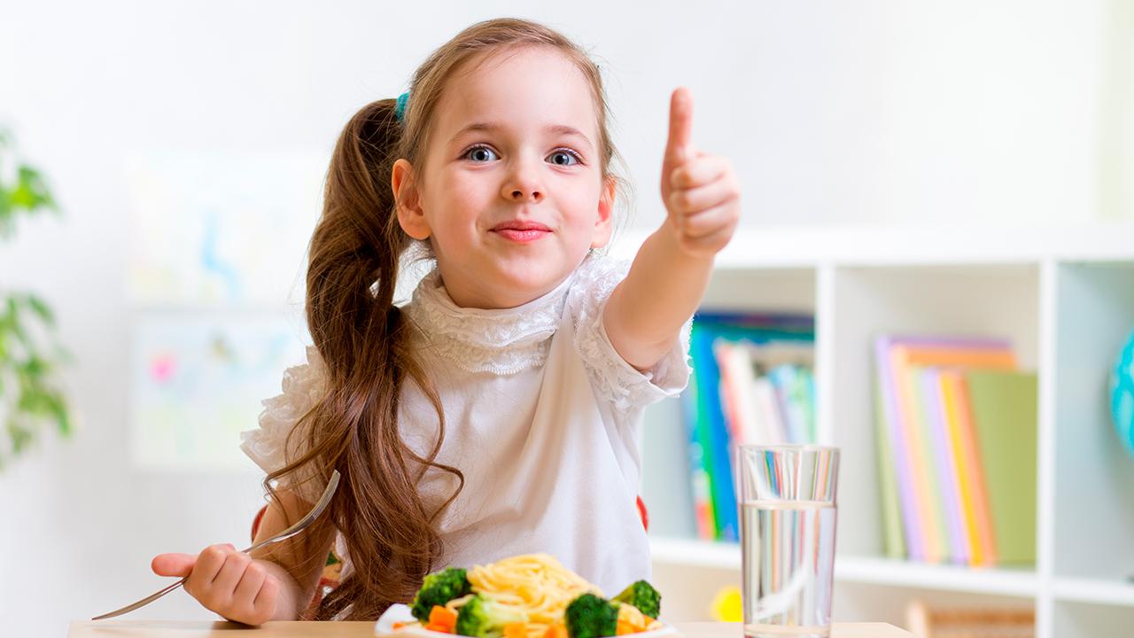 como-motivar-a-comer-saludable-hijos
