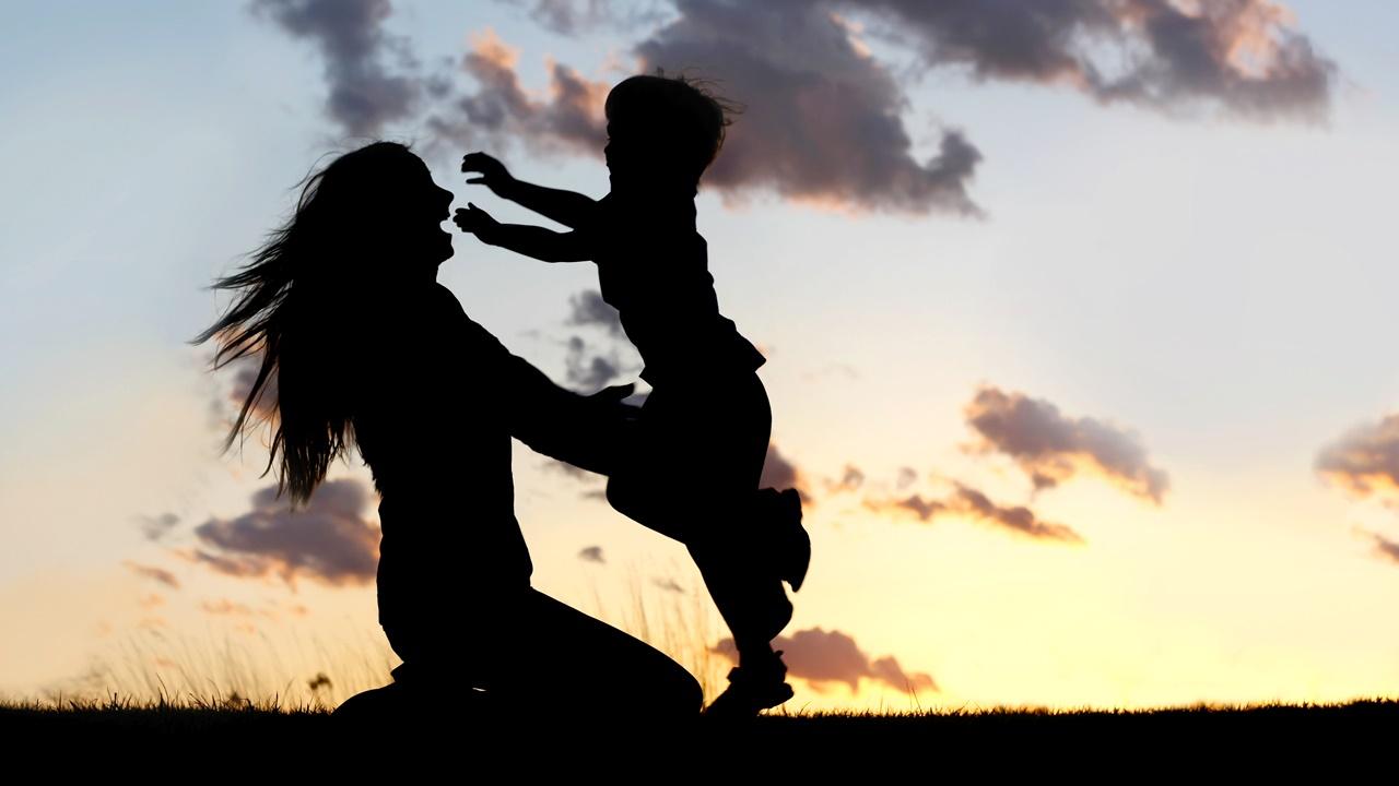 Mamá e hijo felices