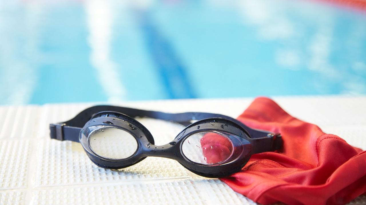 gorro y lentes natación