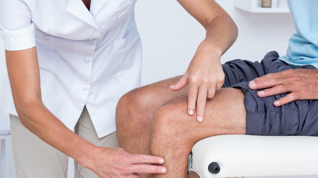 paciente con dolor de rodilla